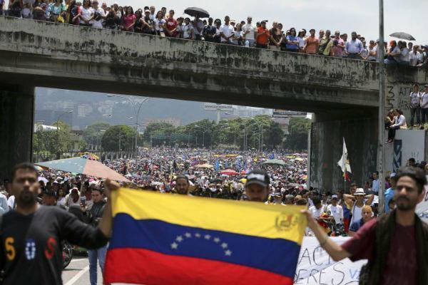 مخالفان دولت ونزوئلا انتخابات پارلمانی را تحریم کردند