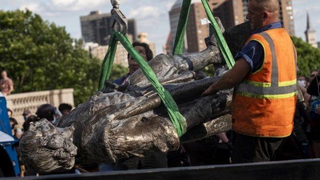 معترضان در آمریکا مجسمه های کریستف کلمب را تخریب کردند